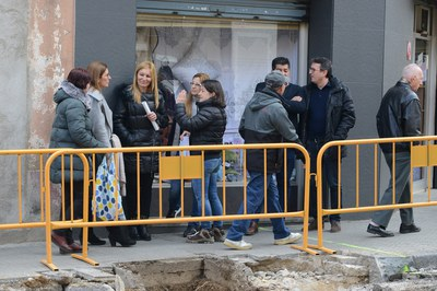 La alcaldesa y los concejales, durante la visita de obras (foto: Localpres).