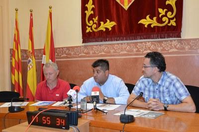 De izquierda a derecha: Xavi Izquierdo, técnico de Deportes; Juan López, concejal de Deportes; e Ismael Aguilera, jefe del servicio de Deportes.