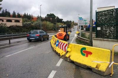En este tramo de la carretera de Terrassa se creará la acera inexistente para evitar que los peatones tengan que circular por la calzada.