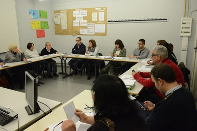 La Mesa por el derecho a la vivienda se reúne periódicamente (foto: Localpres).