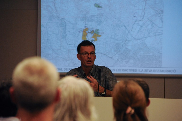 José González Baschwitz, del Taller d'Arquitectura i Territori, explicando el contenido del Plan especial (foto: Localpres)