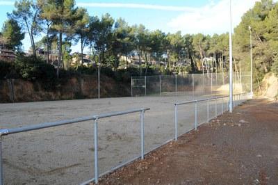 La zona deportiva de Can Mir, adyacente a la parcela donde se ejecutará esta actuación, se arregló el año 2010 gracias al FEOSL (foto: Lídia Larrosa).