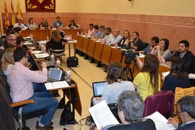 El Pleno ordinario del mes de marzo ha tenido lugar en la Sala Enric Vergés del consistorio.