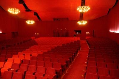 Una de las actuaciones que se llevará a cabo en el marco de este proyecto será la renovación de la moqueta del teatro (foto: Joan Baillès).