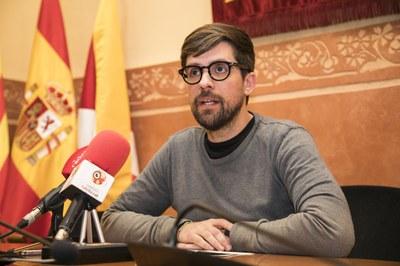 Moisés Rodríguez en la sala de plenos (foto: Ayuntamiento de Rubí - Lali Puig).