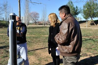 Ana María Martínez y Juan López han tenido la oportunidad de hablar con algunos de los rubinenses que hoy estaban utilizando el nuevo parque de salud (foto: Localpres)