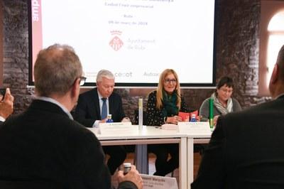 Un momento de la presentación a la Masía de Can Serra (foto: Localpres).