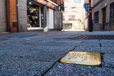 """Rubí dispone de once """"Stolpersteine"""" dedicadas a los deportados de la ciudad (foto: Ayuntamiento de Rubí - Localpres)."""