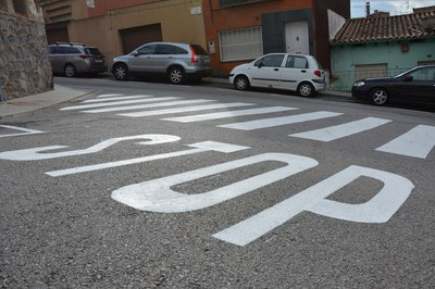 La calle Santa Eulàlia es uno de los puntos donde se ha repintado la señalización horizontal.