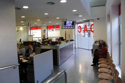 Las solicitudes para optar a las subvenciones tienen que presentarse en cualquiera de las dos OAC de la ciudad (foto: Lidia Larrosa).
