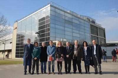 El alcalde y el concejal del Área de Desarrollo Económico Local, acompañados de las entidades colaboradoras del proyecto (foto: Localpres).
