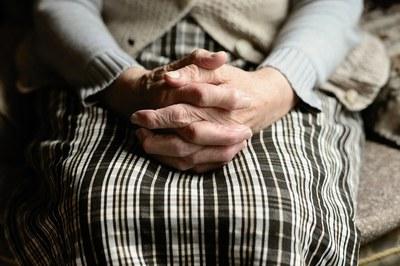 Los malos tratos a las personas mayores son un fenómeno a menudo invisibilizado.