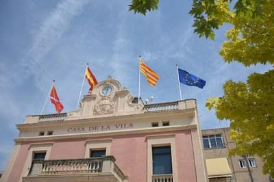 La bandera de la Unión ya acompaña el resto de símbolos (Foto: Ayuntamiento).