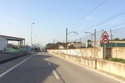 Los últimos elementos para reducir la velocidad en La Llana se han ubicado en la calle Pont de Can Claverí.