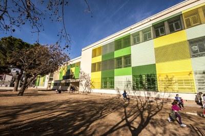 Las obras pretenden mejorar la accesibilidad en la Escuela Pau Casals (foto: César Font).