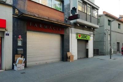 Los comercios deben dejar el cartón plegado en la fachada del establecimiento sin otros residuos mezclados (foto: Ayuntamiento de Rubí).
