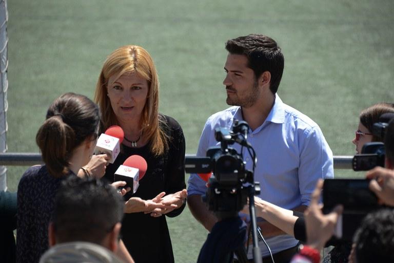 La alcaldesa, Ana María Martínez, y el portavoz de CDC, Víctor Puig, han presentado conjuntamente estas ayudas (foto: Localpres)