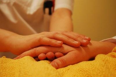 Los talleres se dirigen a ciudadanos que cuidan personas enfermas o con una fuerte dependencia.