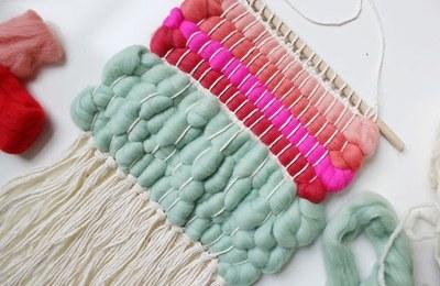 En este nuevo ECOtaller en clave de RE, los participantes aprenderán a hacer tapices con camisetas viejas y recortes de ropa.