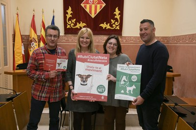 La alcaldesa y los concejales, durante la presentación de la campaña (foto: Ayuntamiento de Rubí - Localpres).