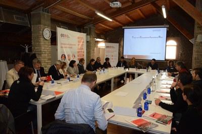 La primera sesión de la mesa ha tenido lugar en la Masia de Can Serra (foto: Localpres).