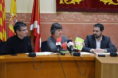 Enric Pallarès de la FACGR, Roser Tutusaus del Servei Local de Català y el concejal Jaume Buscallà