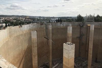 Las obras consisten en demoler la actual cubierta y construir una nueva (foto: Ayuntamiento de Rubí).