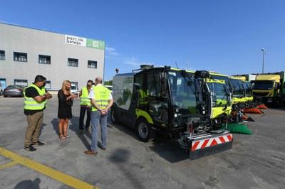 """Los nuevos vehículos están rotulados con el lema """"Contigo cuidamos el medio ambiente"""" (foto: Ayuntamiento de Rubí - Localpres)."""