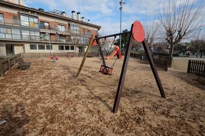 En la plaza Marquès de Barberà se colocará un juego infantil compuesto destinado a niños de entre 2 y 5 años, entre otros (foto: Localpres).