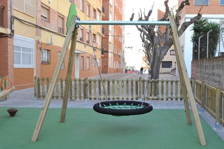 El columpio de este parque simula la col (foto: Localpres)
