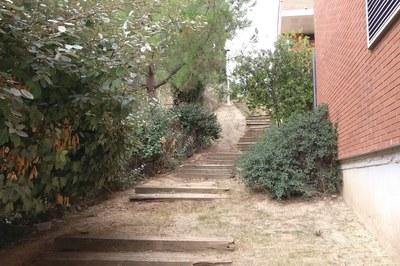 Una de las escaleras donde se actuará es la que conecta las calles Guipúscoa y Palència (foto: Ayuntamiento).