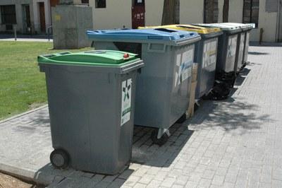 En la plaza Anselm Clavé se soterrarán los siete contenedores de recogida de residuos que hay actualmente.