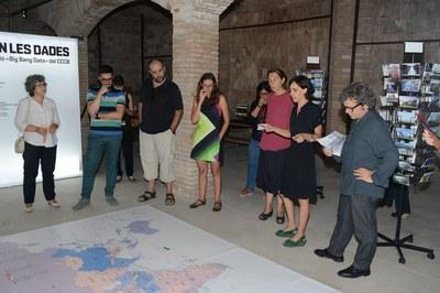Marián Díaz, educadora y mediadora del CCCB ha ofrecido una visita guiada a la exposición (foto: Localpres).