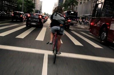 "Un fotograma de ""Bicicletas vs Coches""."