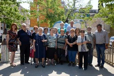 Los miembros del Consejo Consultivo de la Gente Mayor con los concejales de Servicios Sociales y de Deportes (foto: Localpres).