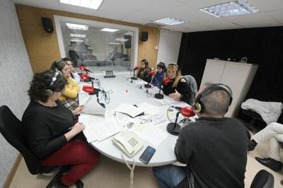 Representantes del Consejo de los Niños y Jóvenes han leído un manifiesto en Ràdio Rubí (foto: Ayuntamiento de Rubí - Localpres).