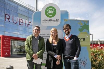 La alcaldesa, acompañada de los concejales del Área de Desarrollo Económico y de Medio Ambiente (foto: Ayuntamiento de Rubí - Lali Puig).