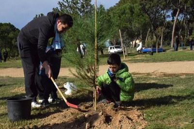 Unas 130 personas han participado en esta 15ª edición del Día del árbol autóctono (foto: Localpres)