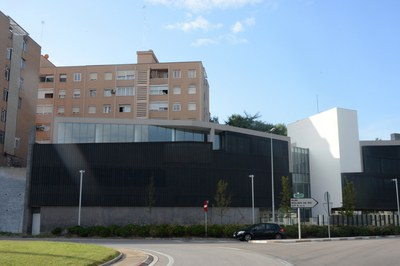 El Espai 14/13 está ubicado en el Centro Cívico del Pinar La Cruïlla.