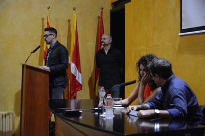 Moisés Rodríguez, durante su intervención y, en primer término, la fotógrafa Laura El-Tantawy (foto: Localpres)