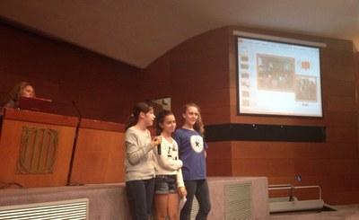 Las rubineses Ara, Júlia y Núria intervinieron en uno de los encuentros para avanzar en la creación del Consell Nacional dels Infants i Adolescents de Catalunya