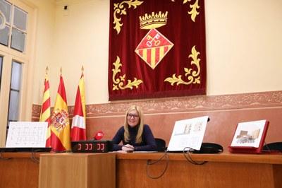 La alcaldesa en un momento de la presentación a la sala de plenos (foto. Ayuntamiento de Rubí – Lali Álvarez ).