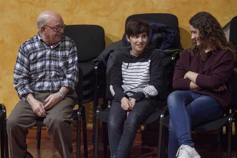 Personas mayores y jóvenes han compartido visiones sobre las migraciones (foto: Localpres)