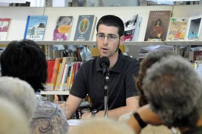 Eduard Puigventós, en una conferencia en la biblioteca.