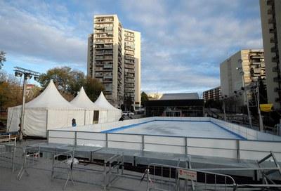 La pista de hielo está ubicada en la plaza de la Nova Estació (foto: Localpres).