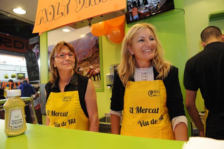 La presidenta de la Associació d'Adjudicataris con la alcaldesa (foto: Localpres)