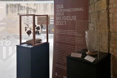 Las dos piezas expuestas con motivo del Día Internacional de los Museos (foto: Ayuntamiento de Rubí).