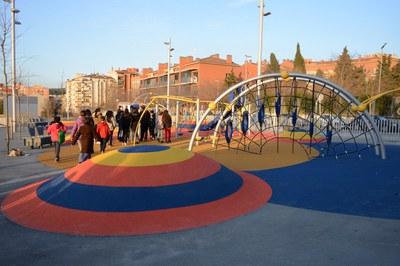 El nuevo parque de La Serreta incorpora un diseño con multitud de juegos y actividades (foto: Localpres).