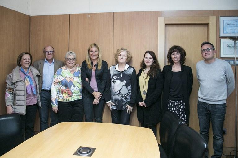 Antes del Pleno, la alcaldesa ha recibido a la Síndica de Greuges de la ciudad y al resto de defensores de la ciudadanía (foto: Ayuntamiento – Lali Puig)