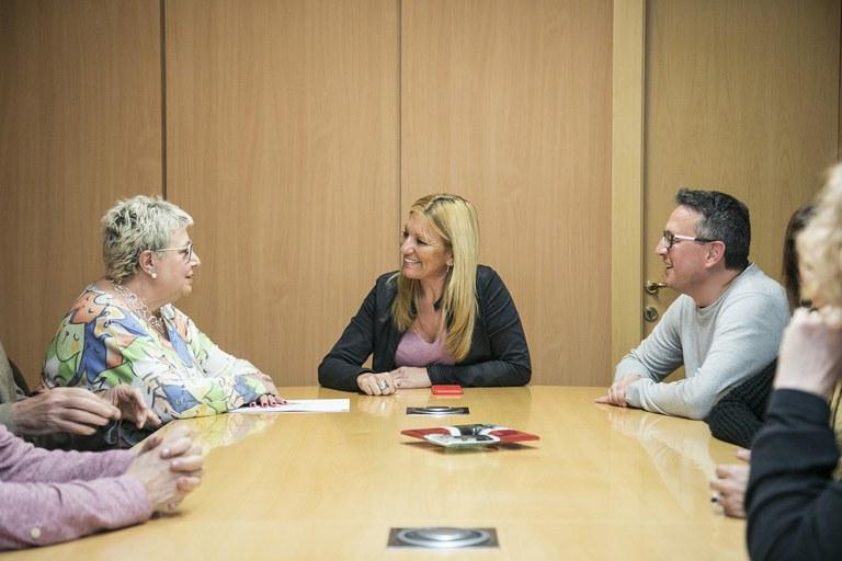 Un momento del encuentro previo al Pleno (foto: Ayuntamiento – Lali Puig)